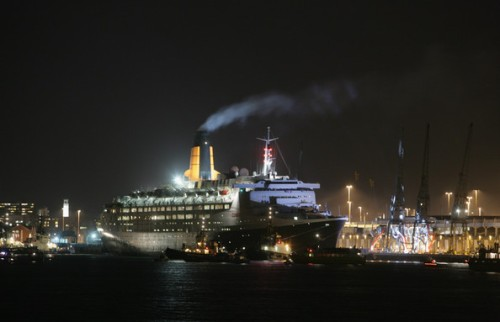 QE2 leaving Southampton Nov 11, 2008